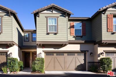 Saugus Condo/Townhouse Active Under Contract: 22047 Barrington Way