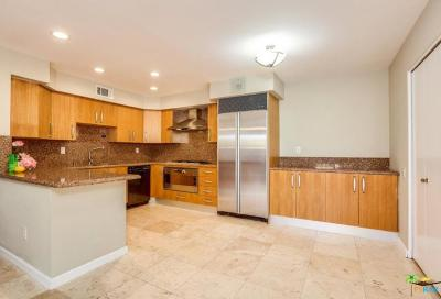 Palm Springs Condo/Townhouse For Sale: 1445 North Sunflower Circle