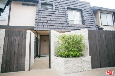 Encino Condo/Townhouse Active Under Contract: 5463 Newcastle Avenue #3