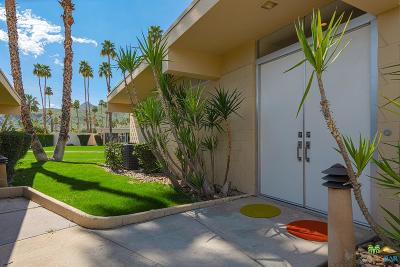 Palm Springs Condo/Townhouse For Sale: 207 Desert Lakes Drive