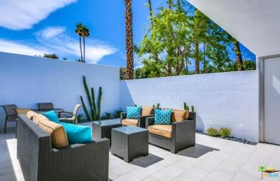Palm Springs Condo/Townhouse For Sale: 52 Lakeview Drive