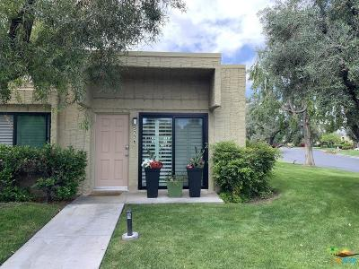 Palm Springs Condo/Townhouse For Sale: 5336 Los Coyotes Drive
