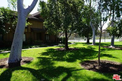 Northridge Condo/Townhouse Active Under Contract: 9751 Reseda Boulevard #27