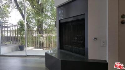 Woodland Hills Condo/Townhouse For Sale: 23015 Del Valle Street #2