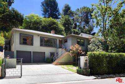 Single Family Home For Sale: 2940 North Beachwood Drive