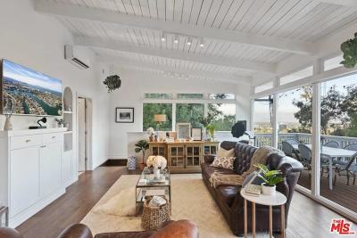Sherman Oaks Single Family Home For Sale: 15075 Rayneta Drive
