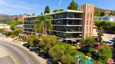 Condo/Townhouse Active Under Contract: 2260 North Cahuenga #104