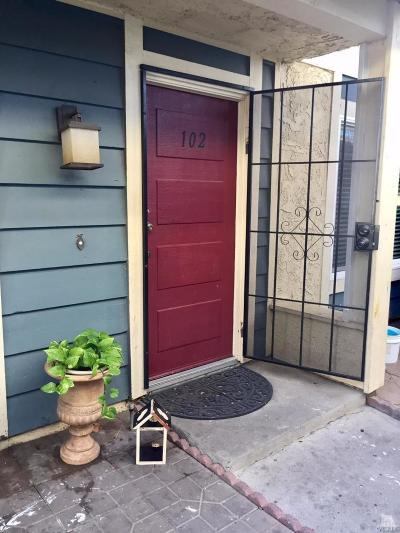 Moorpark Condo/Townhouse For Sale: 532 Spring Road #102