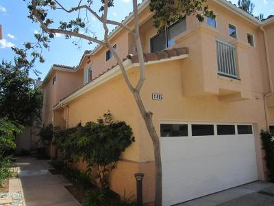 Moorpark Condo/Townhouse For Sale: 11806 Barletta Place