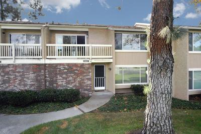 Moorpark Condo/Townhouse For Sale: 15166 Campus Park Drive #E