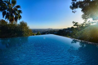 Single Family Home For Sale: 8796 Hollywood Boulevard