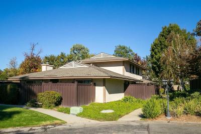 Agoura Hills Condo/Townhouse For Sale: 28849 Oakpath Drive