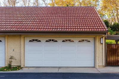 Oak Park Condo/Townhouse For Sale: 20 Meadowlark Lane