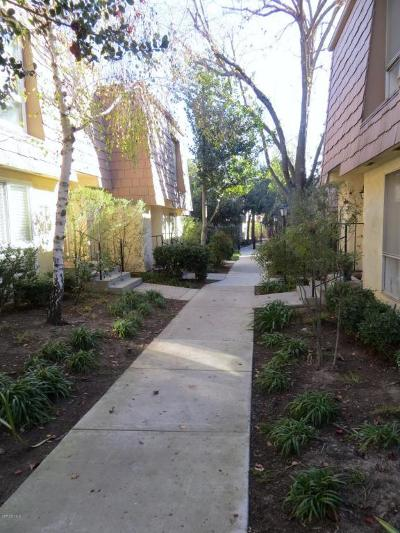 Agoura Hills Condo/Townhouse For Sale: 4058 Yankee Drive #73