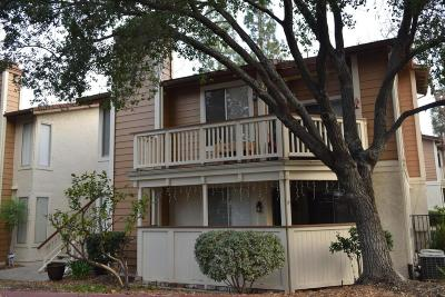 Thousand Oaks Condo/Townhouse For Sale: 2462 Pleasant Way #J