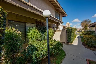 Simi Valley Condo/Townhouse For Sale: 2364 Royal Avenue #17