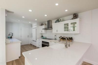 Westlake Village Condo/Townhouse For Sale: 32143 Lake Meadow Lane