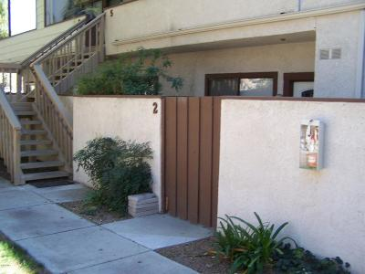 Thousand Oaks Condo/Townhouse For Sale: 68 Maegan Place #2