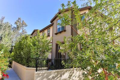 Thousand Oaks Condo/Townhouse For Sale: 720 Tennis Club Lane