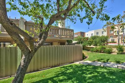 Thousand Oaks Condo/Townhouse For Sale: 2044 Los Feliz Drive