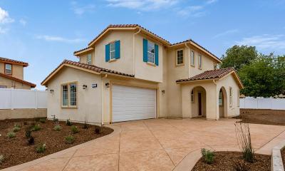Thousand Oaks Single Family Home For Sale: 162 Houston Drive