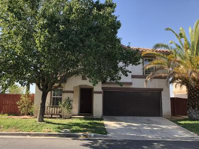 Palmdale Condo/Townhouse For Sale: 139 Palermo Drive