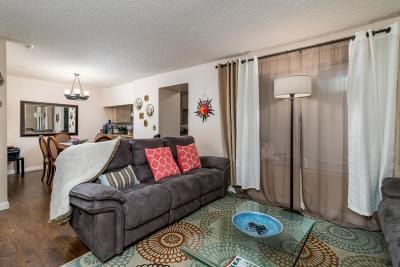Northridge Condo/Townhouse For Sale: 18508 Mayall Street #A