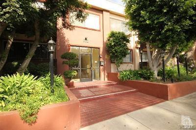 Encino Condo/Townhouse For Sale: 5400 Newcastle Avenue #37