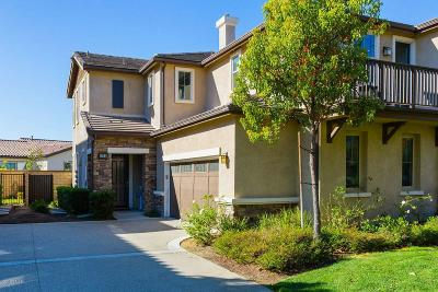 Moorpark Condo/Townhouse For Sale: 6764 Ivy Creek Way