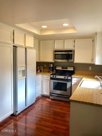 Thousand Oaks Condo/Townhouse For Sale: 1348 East Hillcrest Drive #80