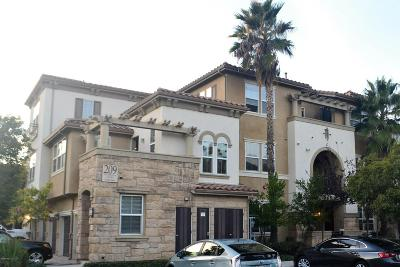 Camarillo Condo/Townhouse For Sale: 209 Riverdale Court #565