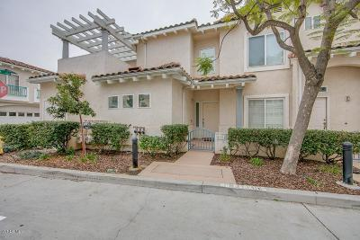 Moorpark Condo/Townhouse For Sale: 11561 Countrycreek Court
