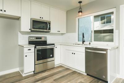 Thousand Oaks Condo/Townhouse Active Under Contract: 569 Serento Circle