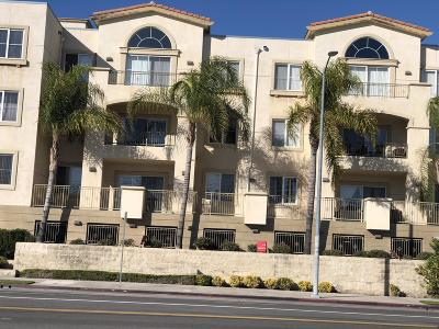 Reseda Condo/Townhouse For Sale: 6800 Corbin Avenue #108