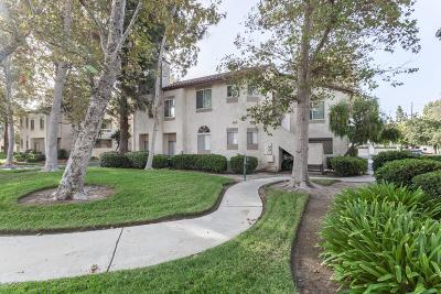 Simi Valley Condo/Townhouse For Sale: 3204 Darby Street #117