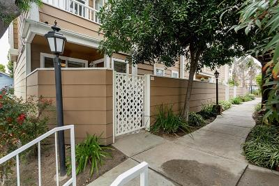 Simi Valley Condo/Townhouse For Sale: 3930 Cochran Street #31