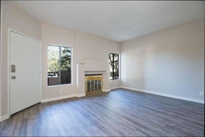 Thousand Oaks Condo/Townhouse For Sale: 79 McAfee Court