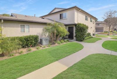 Simi Valley Condo/Townhouse For Sale: 2074 Calle La Sombra #3