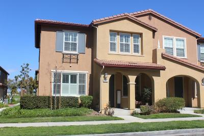 Oxnard Condo/Townhouse For Sale: 319 American River Court