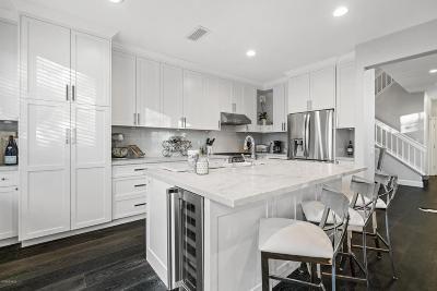 Oak Park Condo/Townhouse For Sale: 4901 Santo Drive