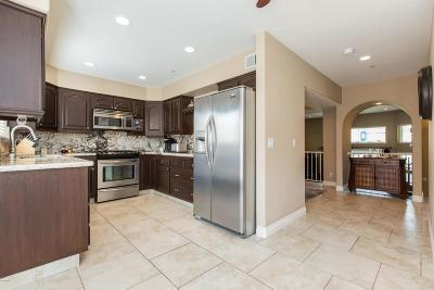 Thousand Oaks Condo/Townhouse For Sale: 271 North Skyline Drive