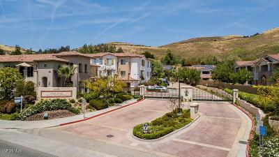 Simi Valley Condo/Townhouse For Sale: 477 Country Club Drive #222