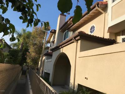 Simi Valley Condo/Townhouse For Sale: 2779 Stearns Street #20