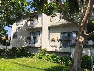 Los Angeles County Condo/Townhouse For Sale: 10234 Variel Avenue #6