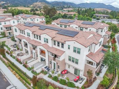 Thousand Oaks Condo/Townhouse For Sale: 33 Jensen Court