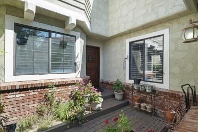 Agoura Hills Condo/Townhouse For Sale: 29723 Strawberry Hill Drive