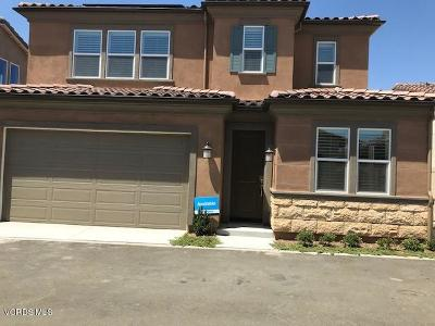 Saugus Condo/Townhouse For Sale: 27117 Yearling Way