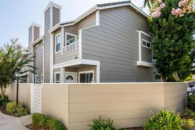 Simi Valley Condo/Townhouse For Sale: 3930 Cochran Street #34