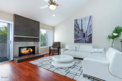 Thousand Oaks Condo/Townhouse For Sale: 615 Hollyburne Lane