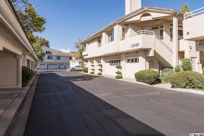 Stevenson Ranch Condo/Townhouse For Sale: 25558 Hemingway Avenue #D